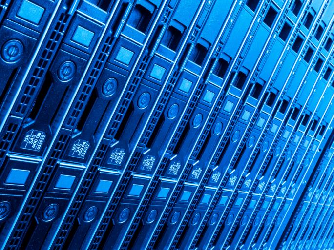 Comment Google S'assure-t-il que les serveurs qu'il installe dans ses data centers n'ont pas été infectés par des malwares provenant des fournisseurs de matériel ?